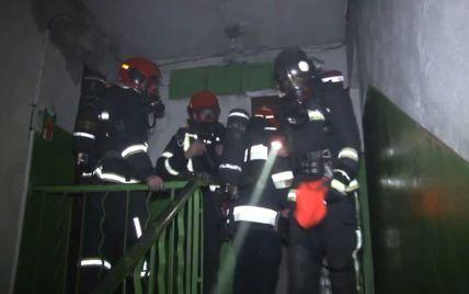 У львівській багатоповерхівці спалахнула пожежа: евакуювали 15 осіб, серед них троє дітей (відео)