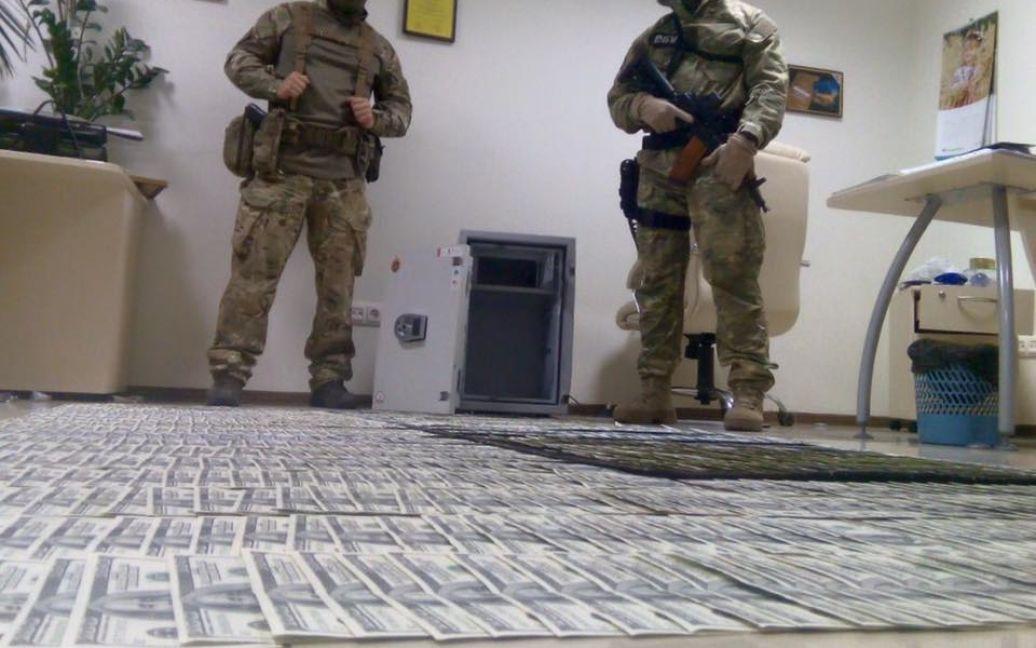 Взятки задержанных чиновников / © facebook.com/slavik.karamazov