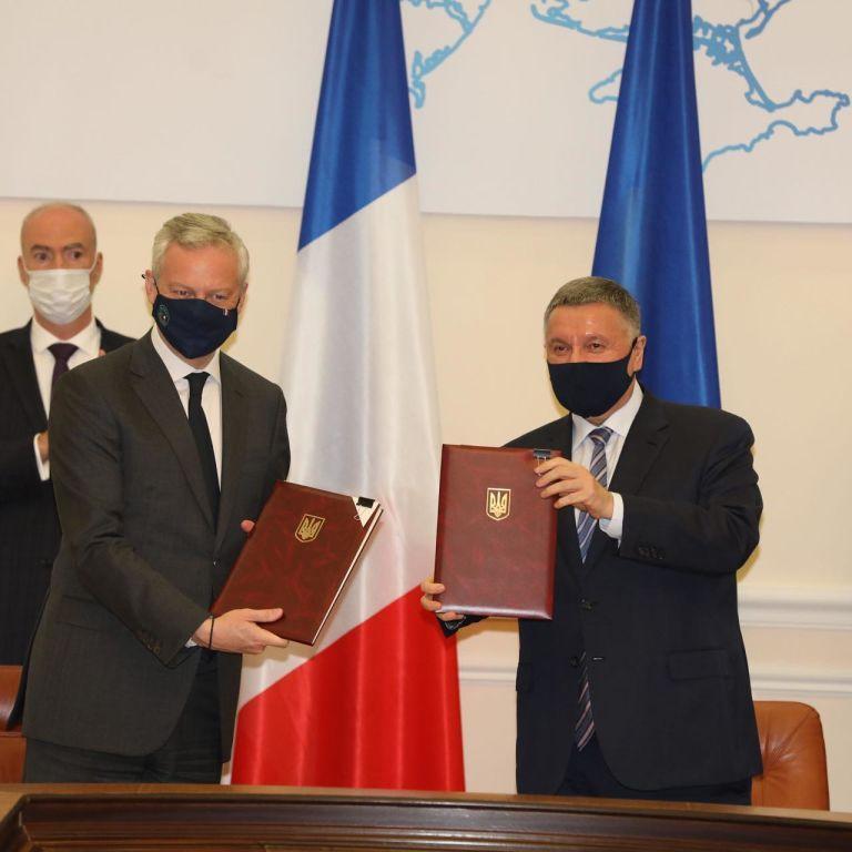 Украина и Франция подписали четыре соглашения на более 1,3 миллиарда евро