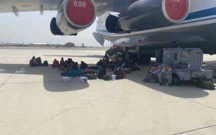 Украинские самолеты вывезли из Афганистана 700 Украинские и иностранцев — Минобороны