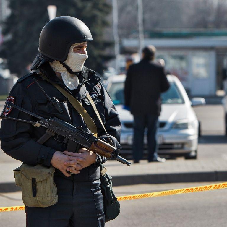 У Москві ФСБівці побили аспіранта, який у річницю окупації Криму вивісив прапор України