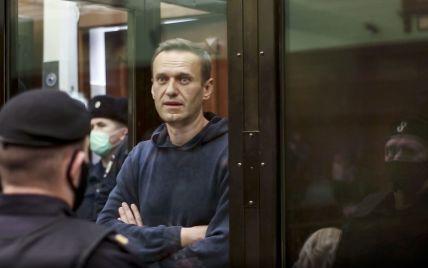 Навальный прекращает голодовку