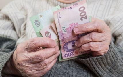 """Переведення на картки відкладається: """"Укрпошта"""" продовжить доставляти пенсії додому"""