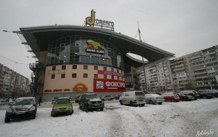 У Києві міліціонери шукають вибухівку у торгівельно-розважальному центрі