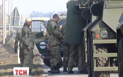 """Под Киевом разбилась колонна броневиков """"Саксон"""", один военный погиб"""