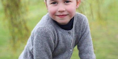 У Мережі з'явилися нові фото підрослої принцеси Шарлотти, схожої на Єлизавету II як дві краплі