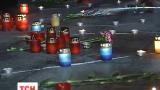 Тисячі українців запалюють свічки у пам'ять за загиблими в Маріуполі