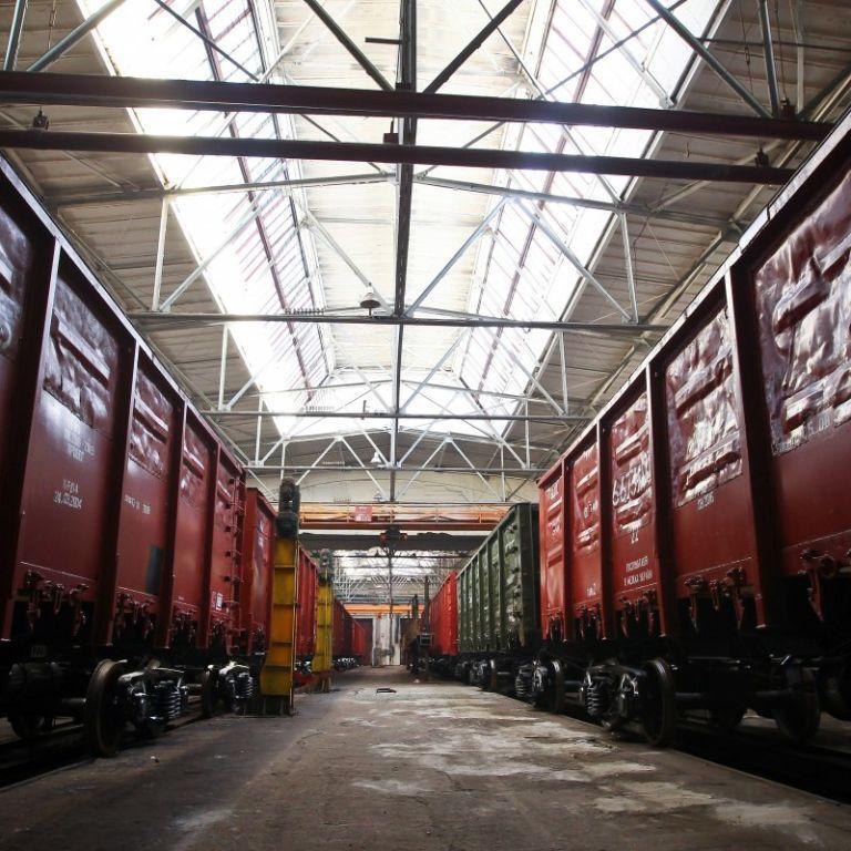 Через неконтрольоване ввезення залізничних вагонів з країни-агресора в Україні зупинилися 15 заводів — експерт