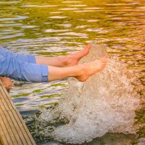 Бродил возле берега и упал в углубление: на Закарпатье утонул 16-летний парень