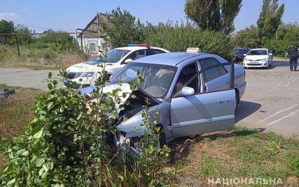 В Запорізькій області п'яний водій збив поліцейського і протягнув його на капоті 5 км
