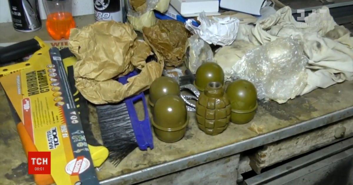 Пять боевых гранат в собственной машине нашел мэр Конотопа Артем Семенихин