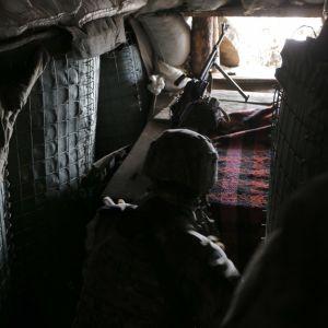 На Донбассе оккупанты обстреляли украинских военных: один боец погиб, второй получил ранения