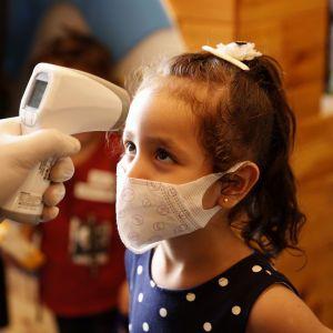 """Коронавірус став """"реактивнішим"""": лікарка розповіла, чого чекати від COVID-19 в Україні"""