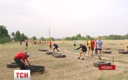 Под Киевом участников соревнований по бегу заставили проходить сквозь огонь и воду