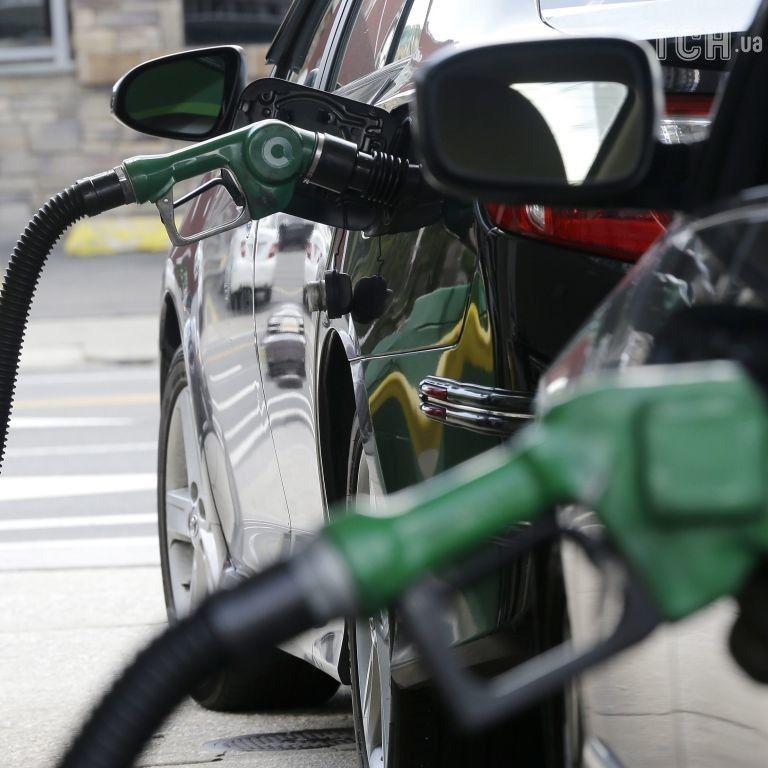 Українські мережі АЗС змінили ціни на бензин та дизельне пальне
