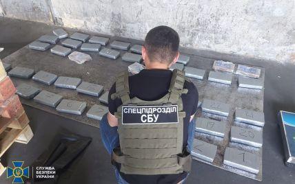 Ховали в контейнері з бананами: в Одеській області виявили контрабанду кокаїну на 10 млн доларів