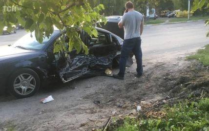 Авария в Боярке: дорога засыпана битым стеклом и обломками