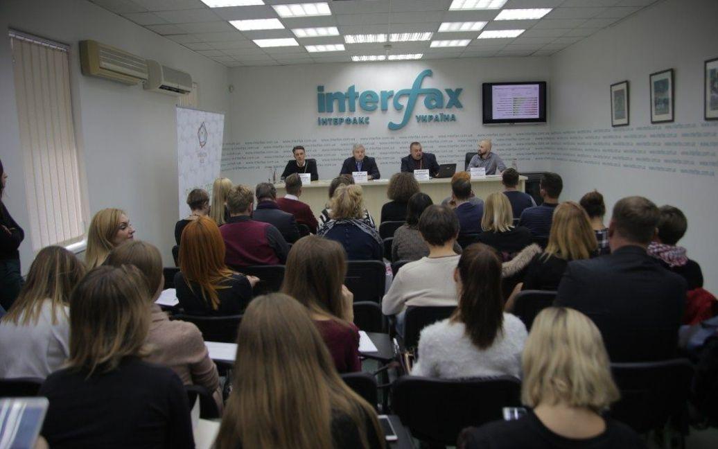 """Журналисты и гости в зале пресс-центра """"Интерфакс-Украина"""" / ©"""