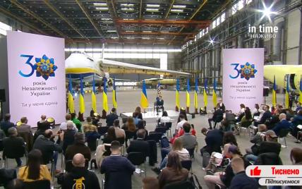 Зеленский презентовал официальный символ 30-летия Независимости Украины