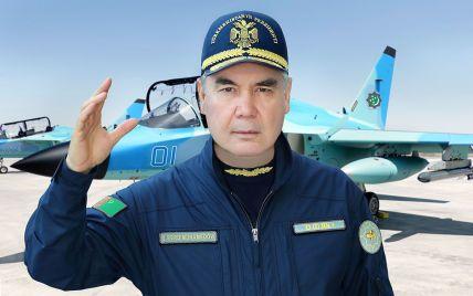 У спецкостюмі і повному екіпіруванні військового льотчика: президент Туркменістану випробував літак