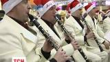 В аеропорту Бориспіль пасажирів проводжав оркестр Санта Клаусів