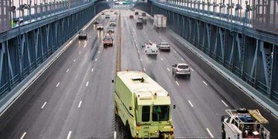 Диво світової техніки. У Києві на мосту Патона обіцяють встановити відбійник Road Zipper