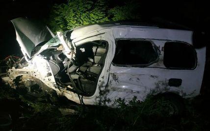 ДТП на Миколаївщині: водія легковика затиснуло деталями авто