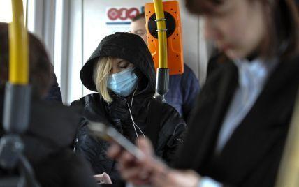 У Києві сп'янілий чоловік погрожував зброєю пасажирам маршрутки