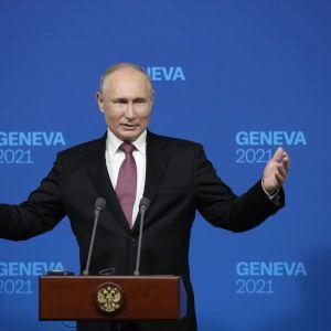 Продиктовал условия Украине, похвалил Байдена, но ни о чем конкретном не договорился: главные заявления Путина на пресс конференции