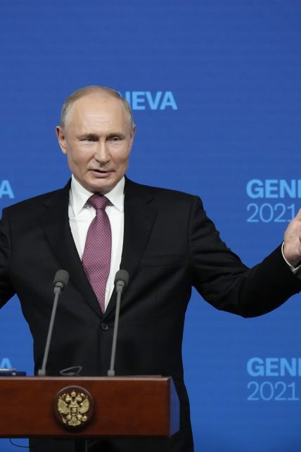 Продиктував умови Україні, похвалив Байдена, але ні про що конкретне не домовився: головні заяви Путіна на пресконференції