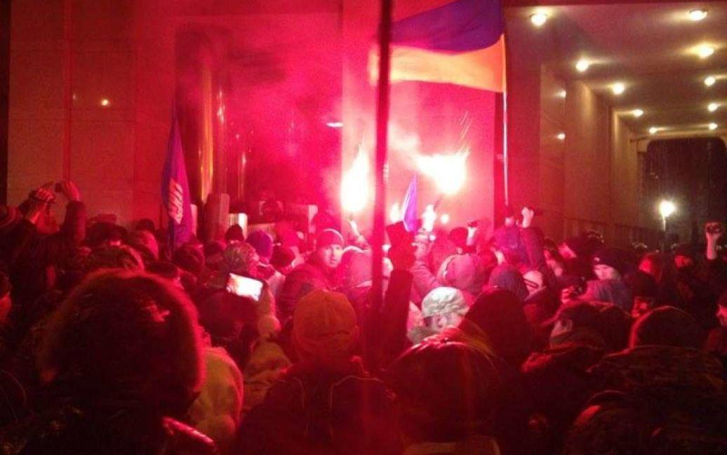 Возле офиса Ахметова второе воскресенье подряд происходят беспорядки. / © Общественное радио