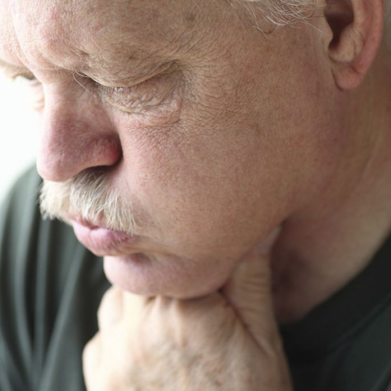 Як відрізнити коронавірус від звичайної застуди: поради експертки