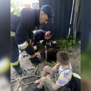 У Дніпрі маленький хлопчик впав до 6-метрового каналізаційного колодязя