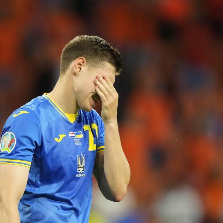 В России полиция отобрала украинский флаг у болельщика во время просмотра матча Евро-2020