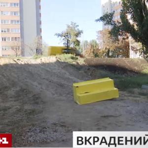 В Киеве застройщик разрушил тротуар и велодорожку ради заезда к новостройкам