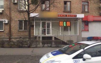 У Києві невідомі у балаклавах підстрелили чоловіка та відібрали сумку з 4 млн гривень