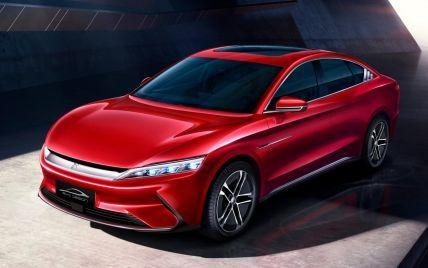 Усе через Tesla: відомий китайський автовиробник вивів дешеву версію флагманського електромобіля