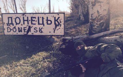 У Донецькому аеропорту загострилася ситуація: бойовики стріляють з танків, кидають газові гранати