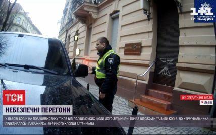 Во Львове пьяный водитель внедорожника убегал от полиции, а когда его догнали — набросился на копов