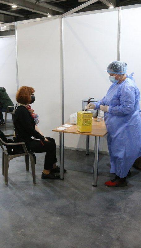 Как получить вторую дозу вакцины в Украине, если первую сделали за границей: объяснения Минздрава