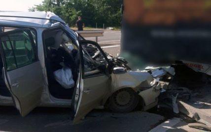 Підібрав дорогою: на Буковині у страшній аварії загинула вагітна жінка (фото)