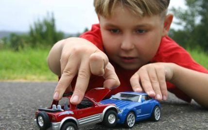 Яку іграшкову машинку вибрати для дитини