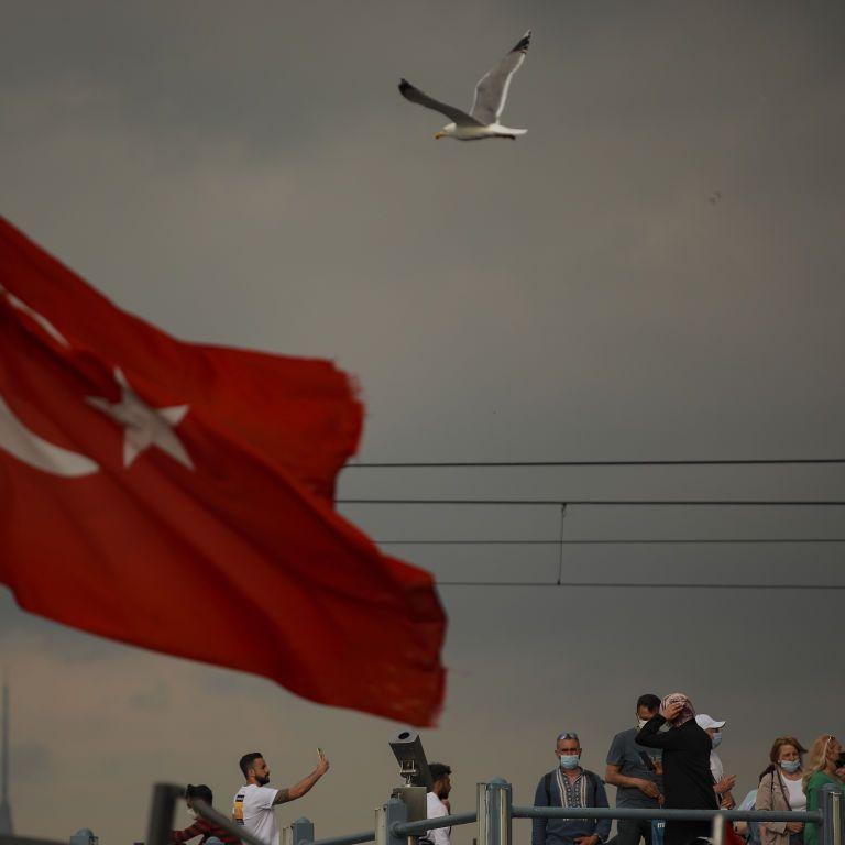 Туреччина скасовує комендантську годину та обмеження на користування транспортом