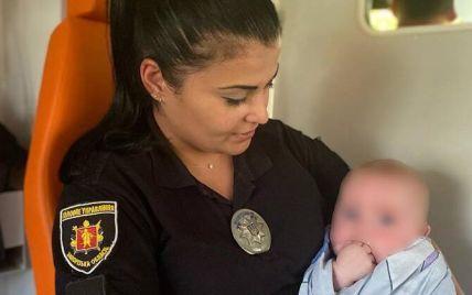 Нікому не потрібне: мати залишила немовля на рідних, а ті спровадили його до лікарні і відмовилися