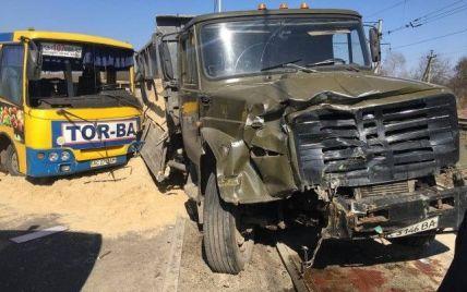 Водитель маршрутки не пропустил грузовик: видео аварии в Луцке зафиксировали камеры наблюдения