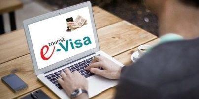 Україна планує ввести електронні візи для іноземців — МЗС України
