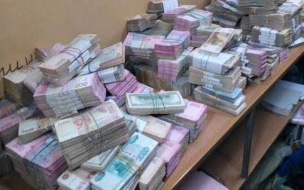 Суд не дал арестовать миллионы гривен сети подпольных обменников Киева