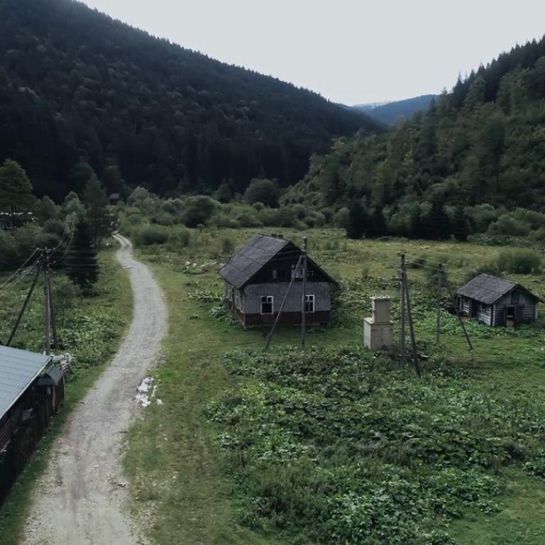 Прикарпатское село-призрак показали с высоты птичьего полета: видео