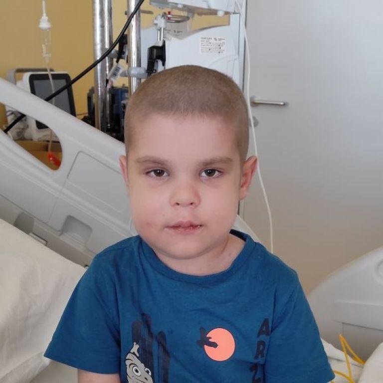 Более трех лет Саше искали донора костного мозга, и вот сейчас есть шанс на проведение трансплантации
