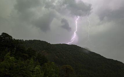 """Україну зачепить циклон """"Гвідо"""": яку погоду і до яких регіонів він принесе"""